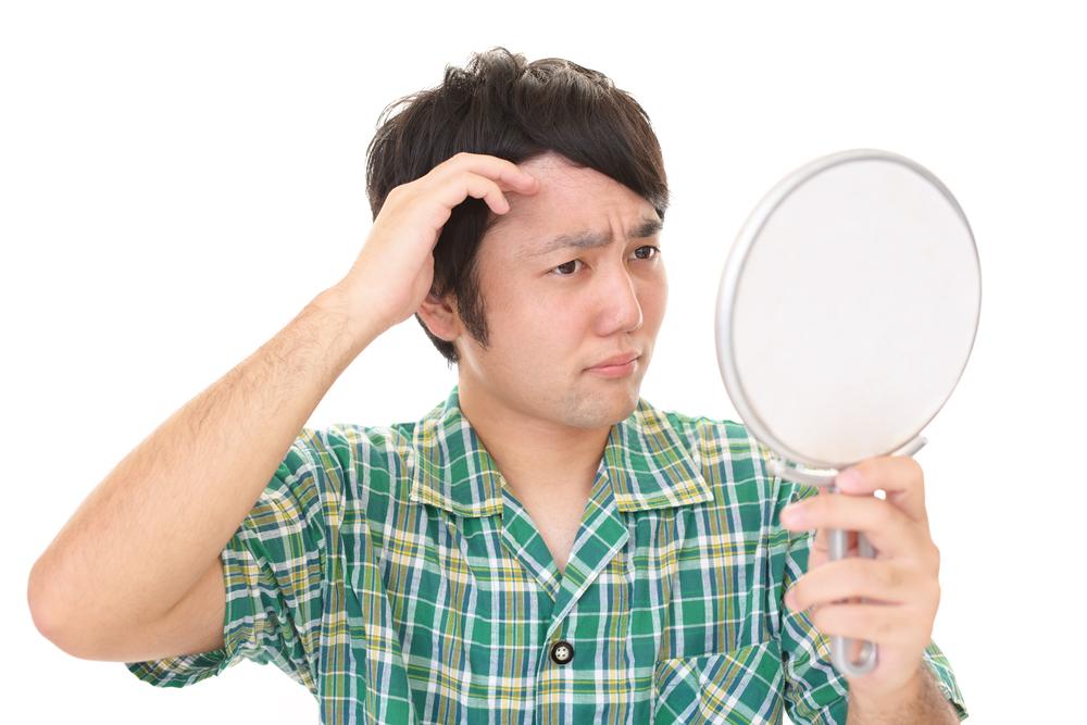 薄毛の治療を考えている男性