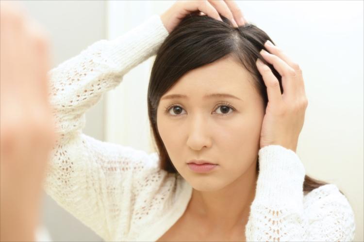 薄毛が気になる女性
