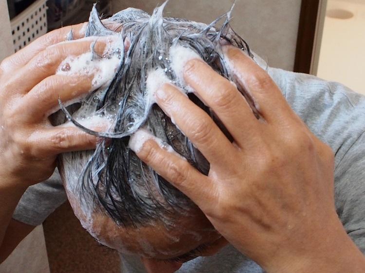 くせ毛を目立たなくするヘアケア習慣