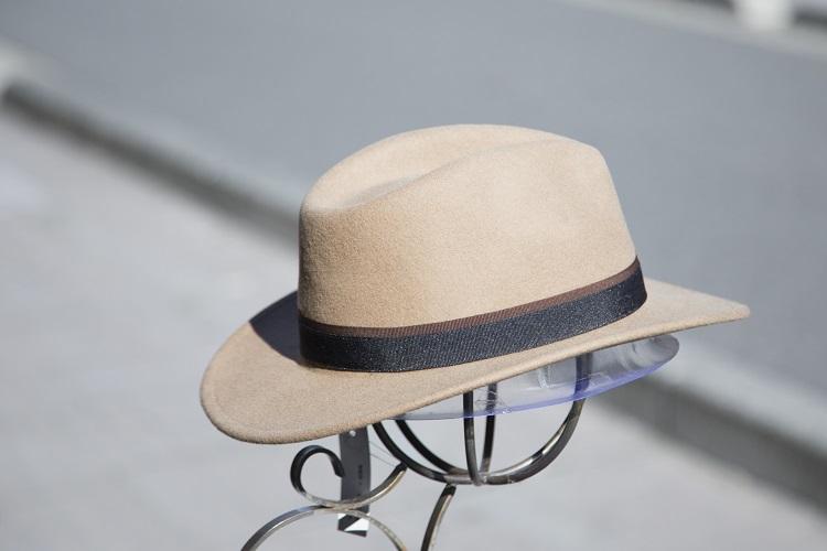 帽子をかぶると薄毛になりやすいって本当?